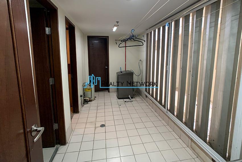 3-bedroom-in-park-tower-2-cebu-business-park-maids-quarter