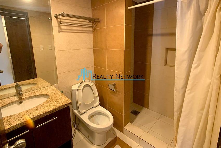 3-bedroom-in-park-tower-2-cebu-business-park-masters-bathroom