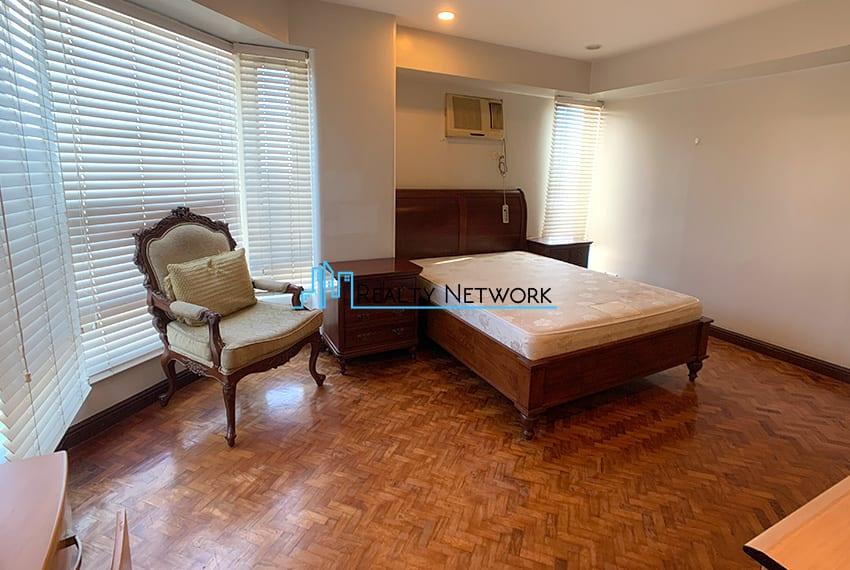 3-bedroom-in-park-tower-2-cebu-business-park-masters-bedroom-side