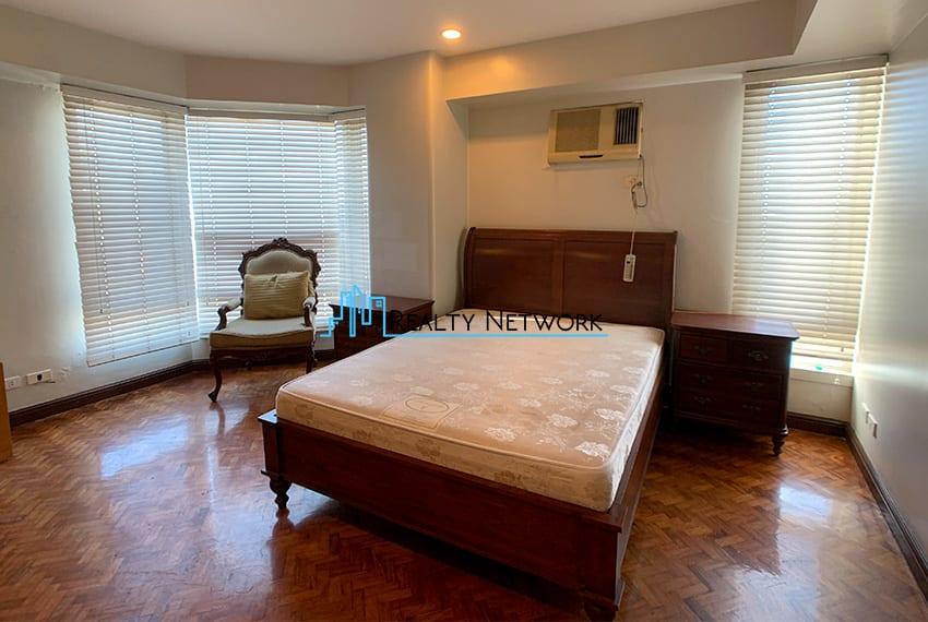 3-bedroom-in-park-tower-2-cebu-business-park-masters-bedroom