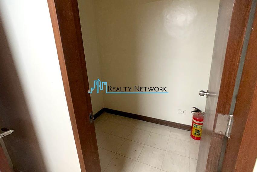 3-bedroom-in-park-tower-2-cebu-business-park-storage