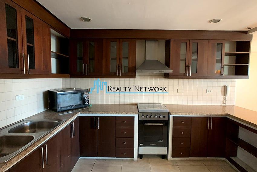 3-bedroom-in-park-tower-2-cebu-business-park-wide-kitchen