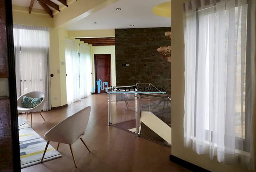 house-in-amara-for-sale-2nd-floor-hallway