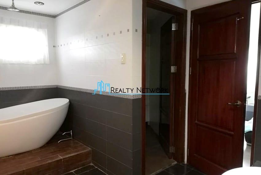 house-in-amara-for-sale-bathroom-storage