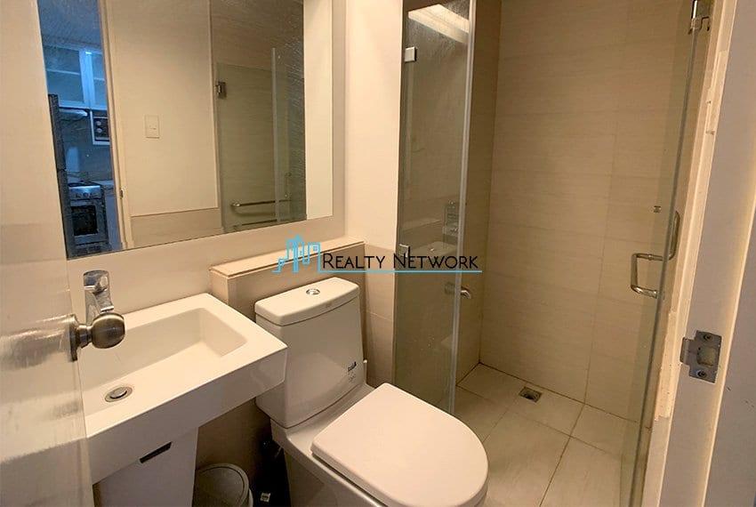 2-bedroom-calyx-it-park-common-bathroom