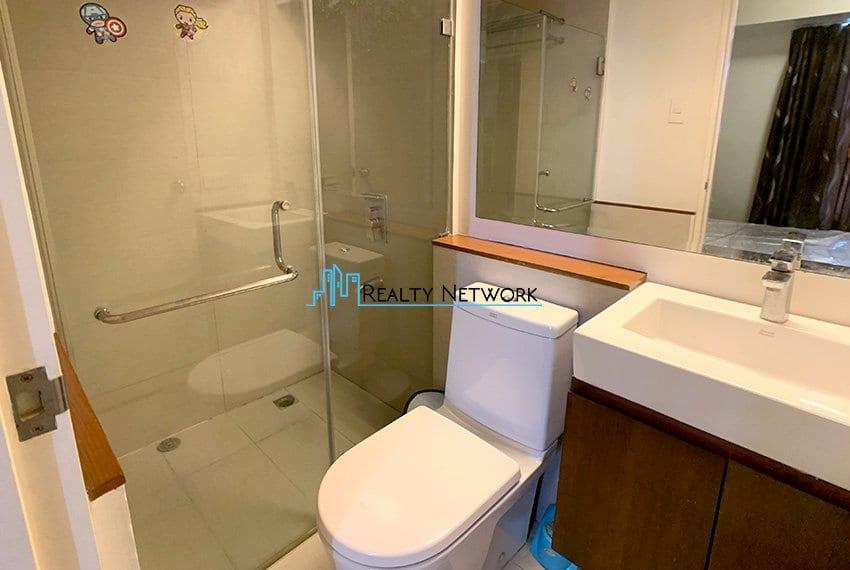 2-bedroom-calyx-it-park-masters-bathroom