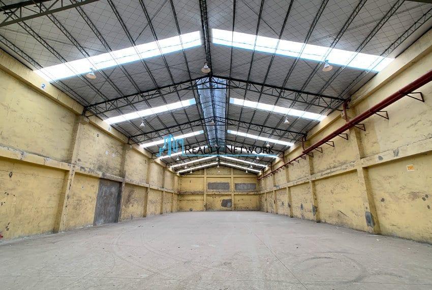 630-sqm-warehouse-in-subangdaku-for-rent-center-entrance-area-1