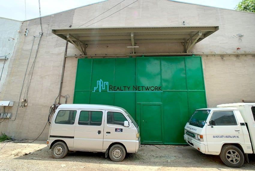 630-sqm-warehouse-in-subangdaku-for-rent-gate