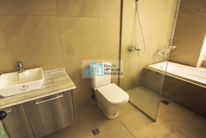 1-bedroom-for-sale-in-the-reef-mactan-toilet