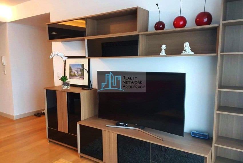 parkpoint-cebu-1-bedroom-for-rent-sala-tv-set