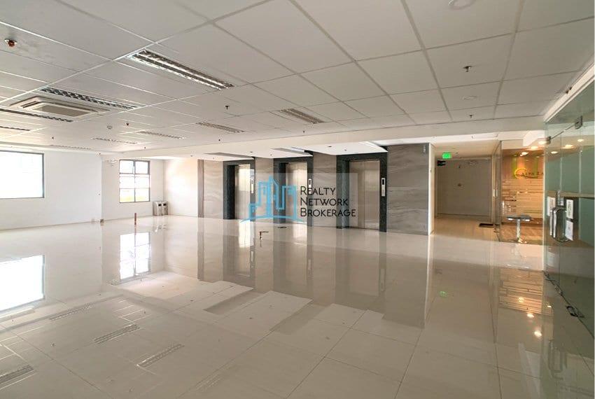 semi-fitted-office-rent-in-mandaue-city-elevator