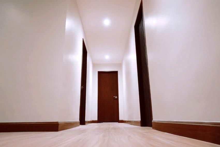 three-storey-luxury-house-for-sale-hallway