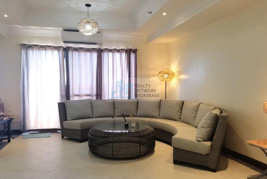 3-bedroom-for-sale-in-movenpick-mactan-dining-area