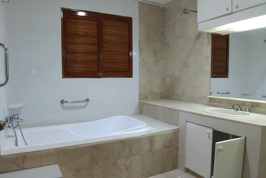coralpoint-gardens-resort-unit-for-sale-bathroom