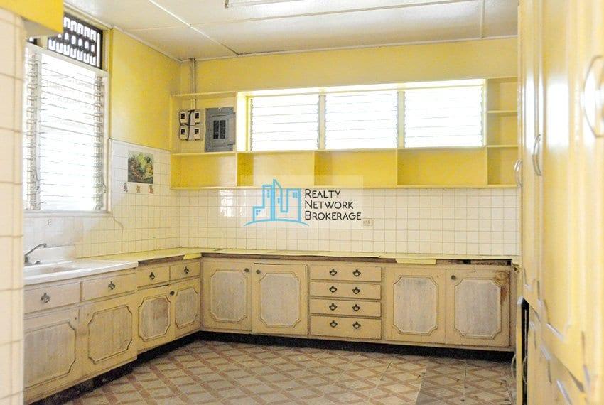 house-for-sale-paradise-village-kitchen