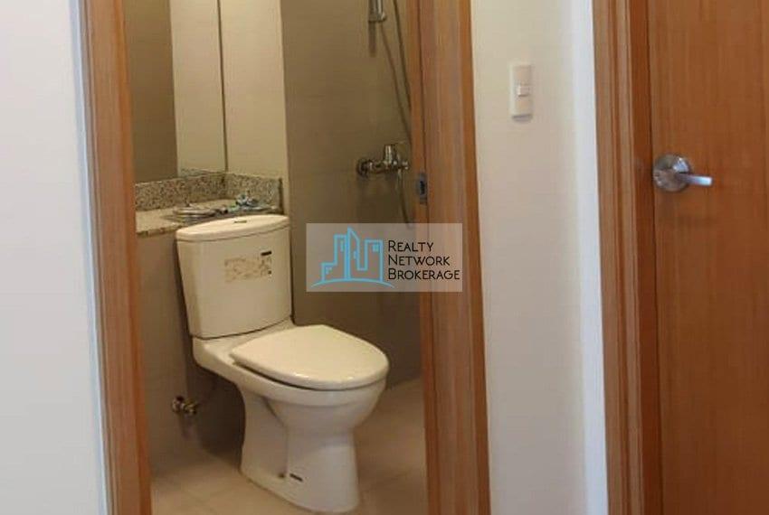 parkpoint-residences-unit-for-sale-toilet
