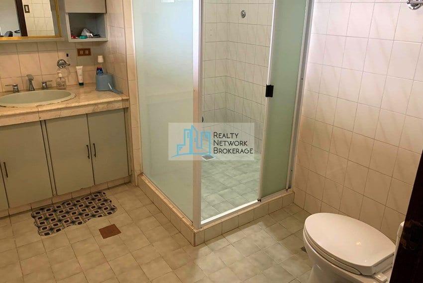 sto-nino-village-house-for-sale-in-banilad-bathroom-1