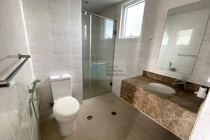 2-bedroom-in-marco-polo-cebu-for-sale-bathroomtoilet