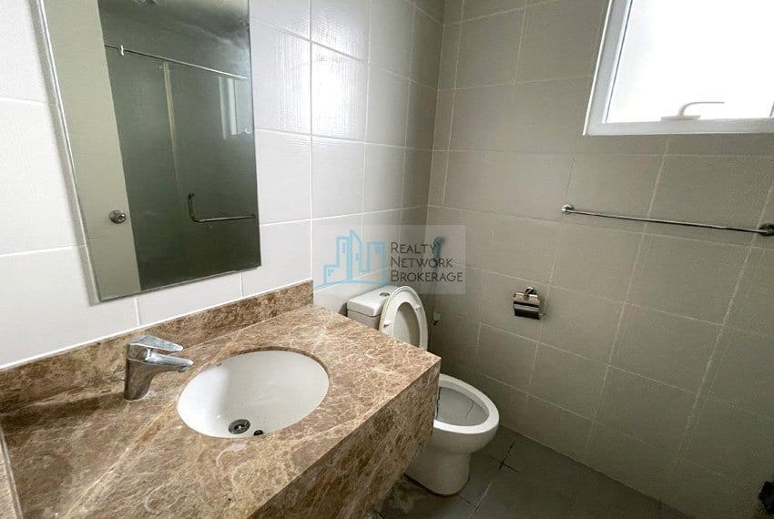 2-bedroom-in-marco-polo-cebu-for-sale-toilet