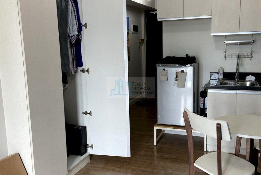 for-rent-solinea-studio-unit-in-cebu-business-park-living-area
