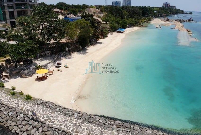 2-bedroom-deluxe-in-aruga-mactan-beach-view