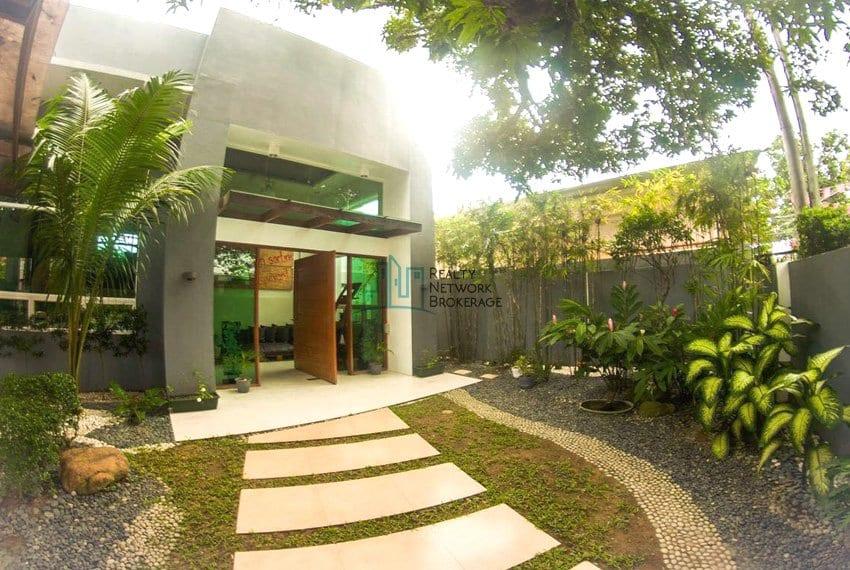 high-end-sto-nino-village-property-for-sale-entrance