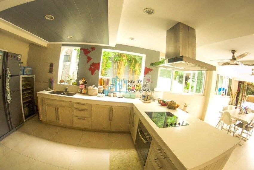 high-end-sto-nino-village-property-for-sale-kitchen