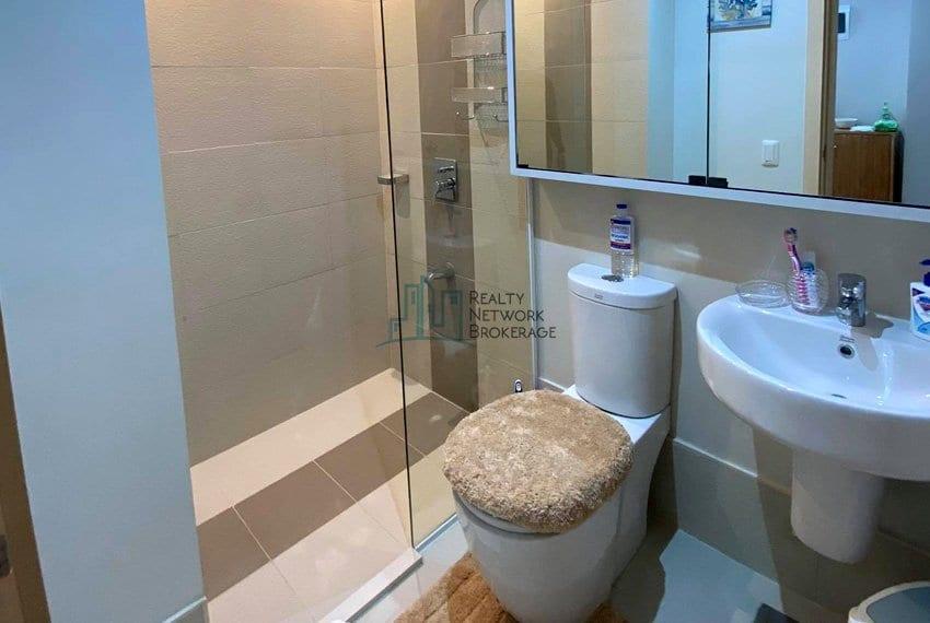 solinea-tower-3-studio-unit-for-sale-bathroom