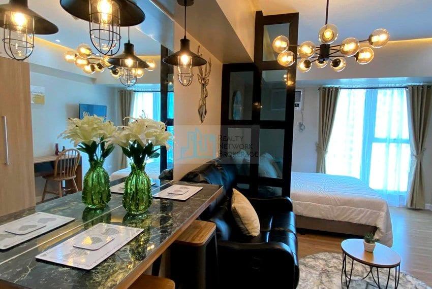 solinea-tower-3-studio-unit-for-sale-bedroom-mirror