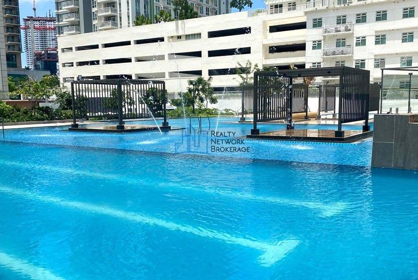 solinea-tower-3-studio-unit-for-sale-swimming