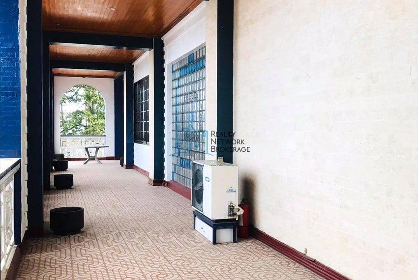 sunny-hills-house-for-sale-hallway