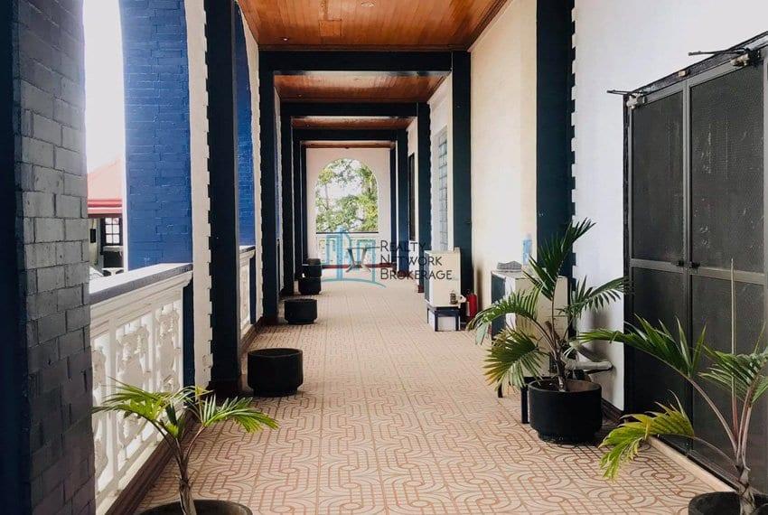 sunny-hills-house-for-sale-hallway2