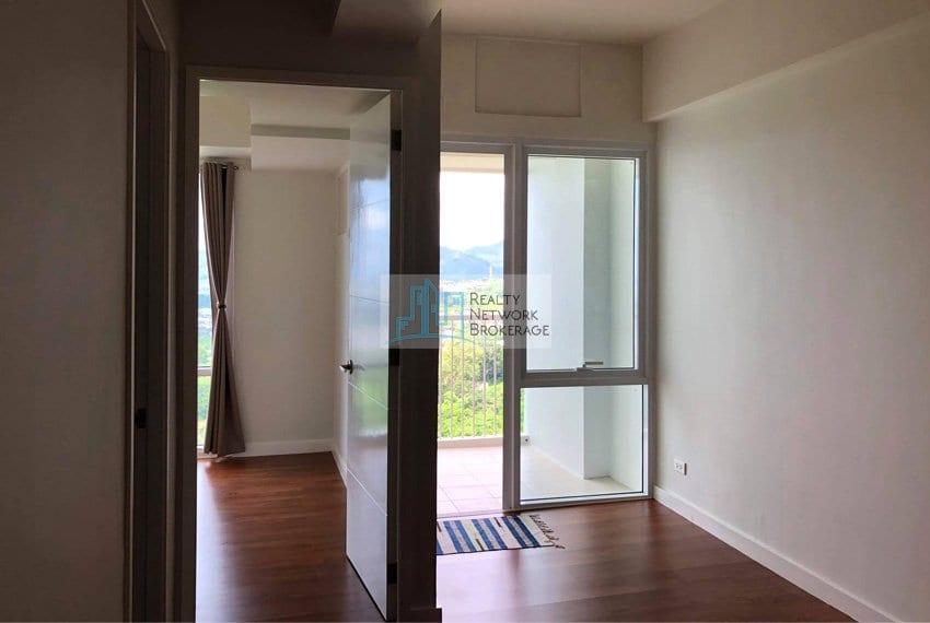 1-bedroom-marco-polo-tower-3-hallway