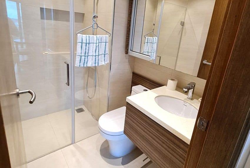 tambuli-condo-mactan-toilet-bathub