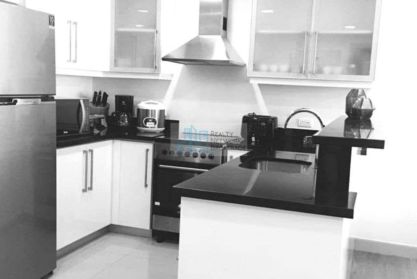 1-bedroom-fully-furnished-in-parkpoint-cebu-for-sale-kitchen