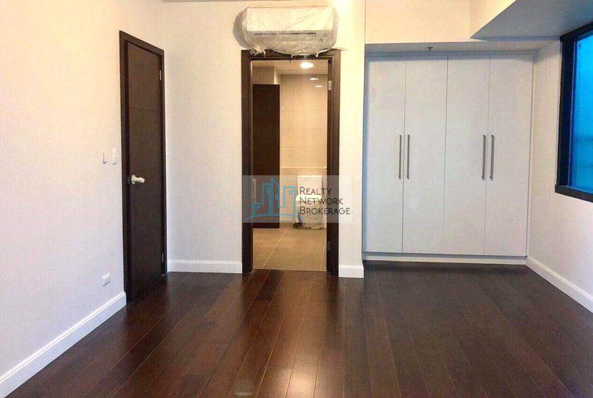 alcoves-1-bedroom-corner-unit-for-sale-space