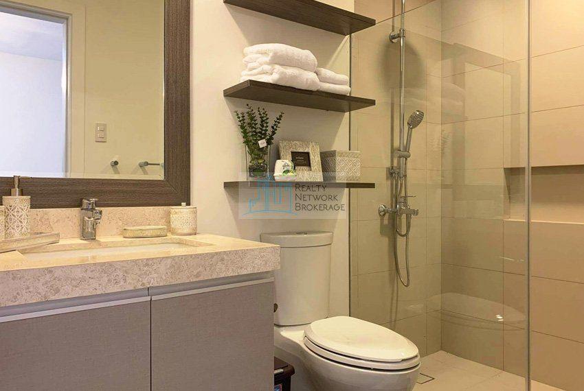 1-bedroom-for-rent-in-32-sanson-cebu-toilet