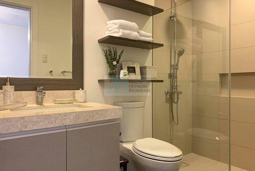 1-bedroom-parkpoint-for-sale-in-cebu-business-park-bathroom