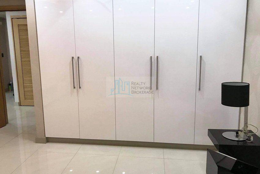 1-bedroom-parkpoint-for-sale-in-cebu-business-park-closet