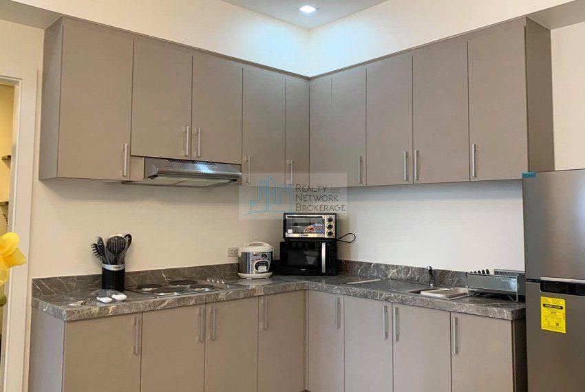 1-bedroom-parkpoint-for-sale-in-cebu-business-park-kitchen